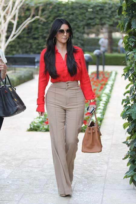 9a11d83ad Imagem 5 – A calça social colorida é uma outra opção para ser usada no dia  a dia, seja de lazer ou de trabalho. Pois ela pode ser combinada com blusas  ...