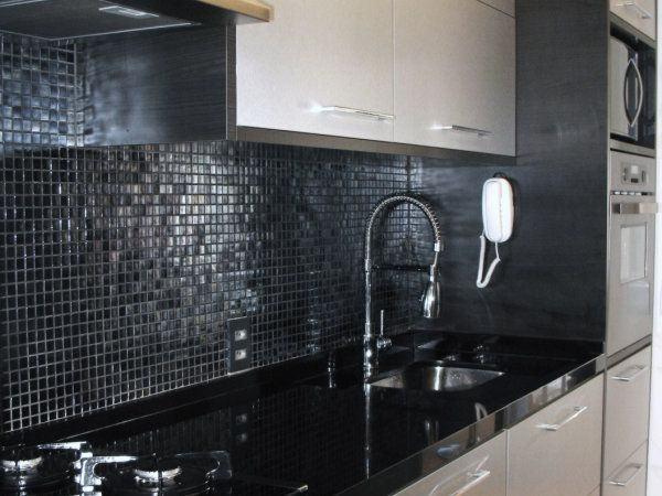 Cozinhas decoradas com pastilhas pretas