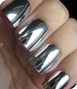 Esmaltes espelhados na decoração das unhas