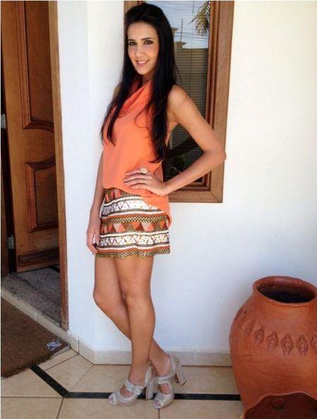 saias étnicas com cores combinando com a camisa