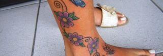 melhores tatuagens de flores na perna