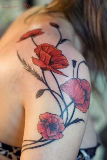 flor no ombro tatuagem