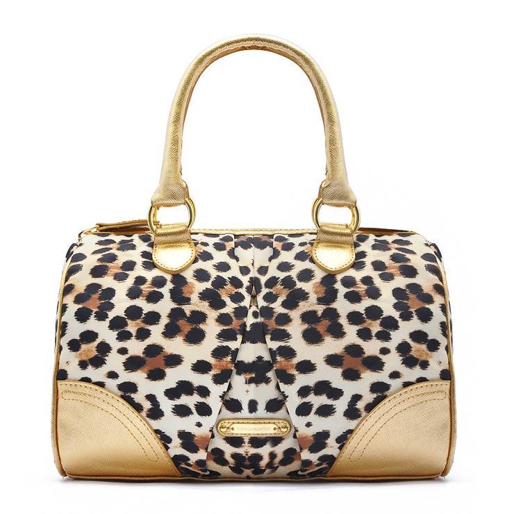 uma linda bolsa feminina com estampa de onca