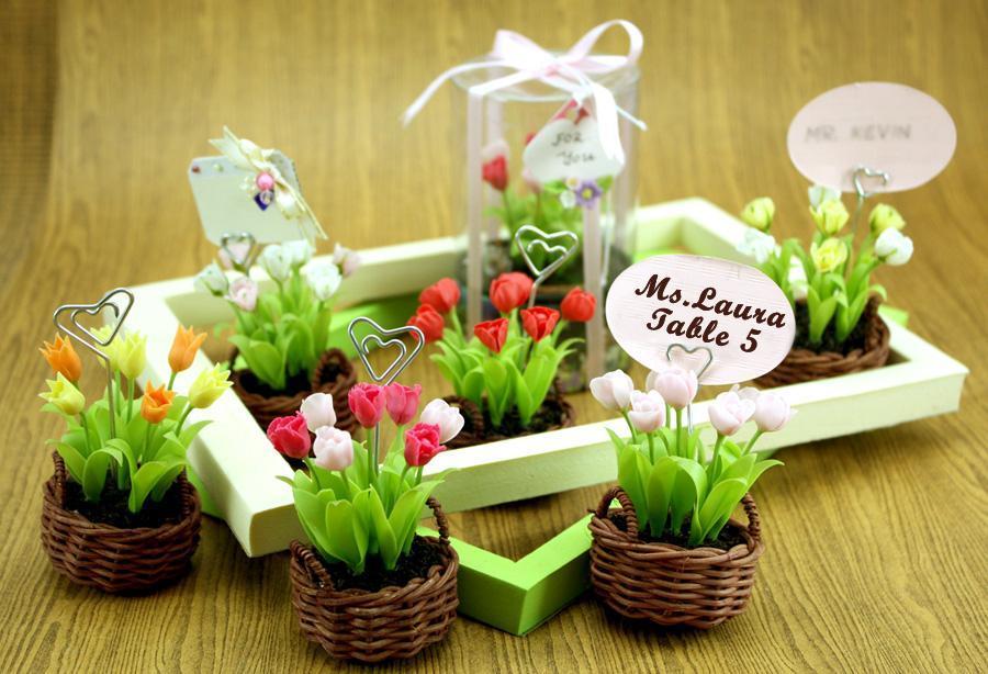 vasinhos de flores de plastico lindo