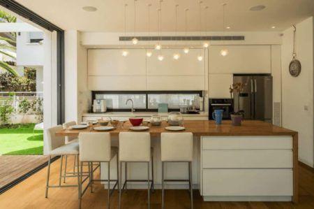 Cozinha americana com sala de jantar e tv veja for Cocina americana sala de estar idea