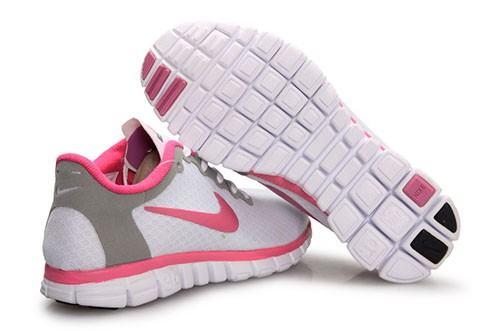 Tênis feminino branco com rosa para caminhadas e fitness e lazer