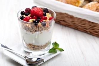 como fazer granola com iogurte