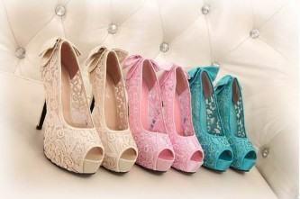 sapatos de festa de renda coloridos