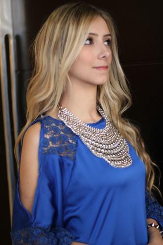 blusa de seda com renda azul