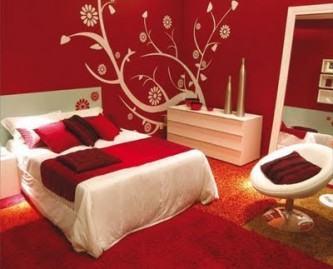 fotos de adesivos de parede para quarto de casal com parede vermelha