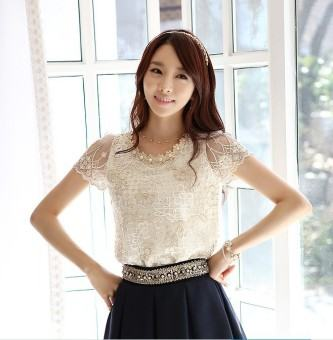 linda blusa de seda com renda