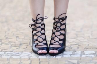 sandália gladiadora com cadarço preta