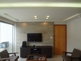 decoração de teto rebaixado com gesso e iluminação