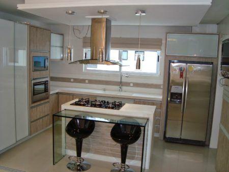 cozinha com ilha pequena