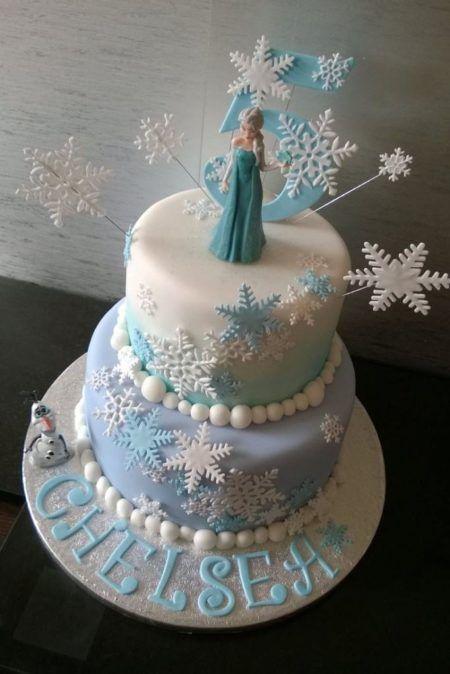 Lindo bolo frozen para aniversário com duas camadas