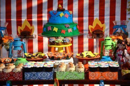 bolo e doces de cha de bebe com festa junina