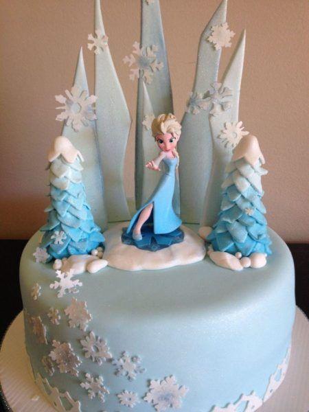 bolo frozen para aniversário com Elsa em biscuit
