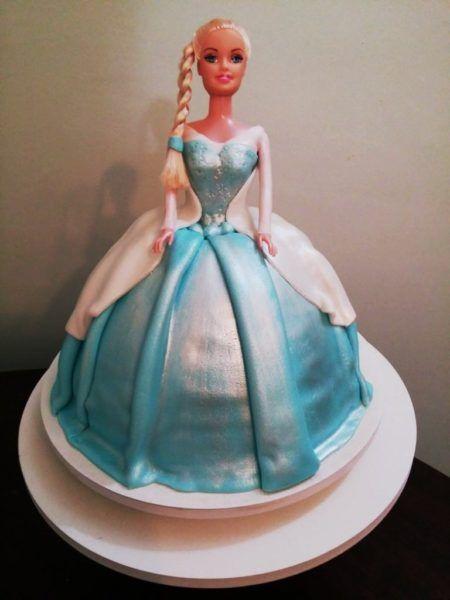 bolo frozen para aniversário com boneca Elsa