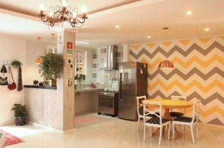 papel de paredem em chevron cozinha e sala de jantar