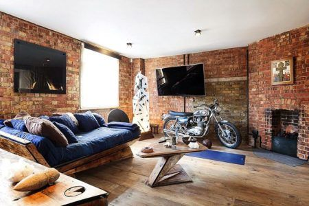 tijolinho na parede da sala e decoração rustica pra combinar