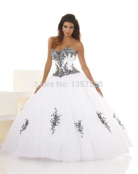 vestidos para aniversário de 15 anos branco com bordados pretos