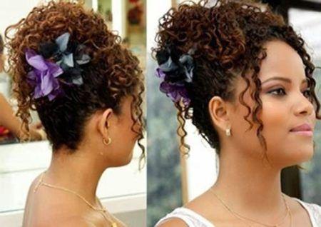 penteados-para-cabelos-crespos-coque-com-flor