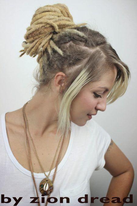 penteados-para-dreads-femininos-com-franja-lisa