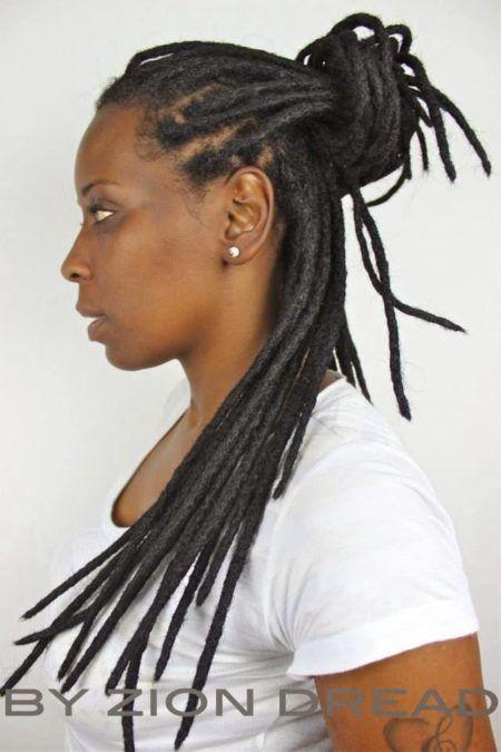penteados-para-dreads-femininos-coque-semipreso